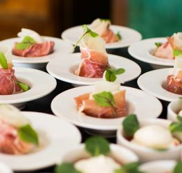 catering_2bollier_events_group.jpg